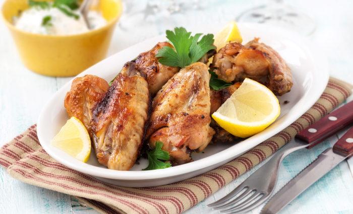 Alas de pollo frescas cocinadas