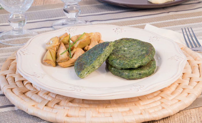 hamburguesa de pavo con espinacas cocinada