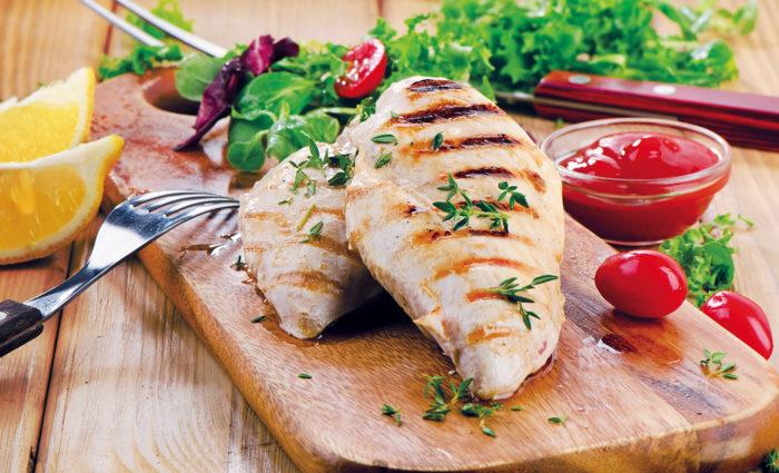 Pechuga de pollo fresca cocinada
