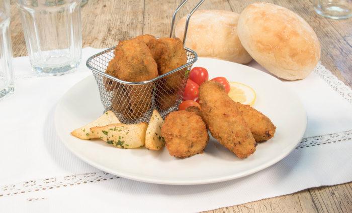 Alitas de pollo asadas y empanadas estilo Kentucky cocinadas