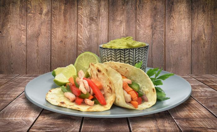 Fajitas Tex Mex de pollo marinado con verduras cocinado