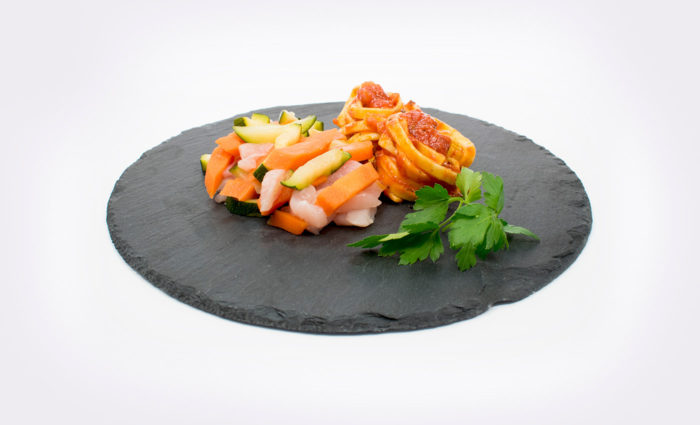 Pollo marinado con tagliatelle y verduras al vapor situación