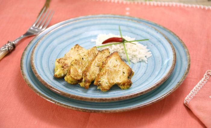 Pechugas de pavo cortadas en medallones a al curry cocinadas