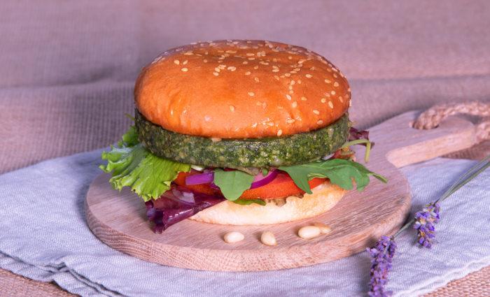 Viva la Veggie: Espinacas, queso, piñones y pasas cocinado